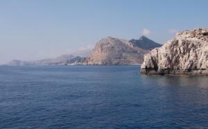 Rejs do Lindos z widokiem na skały
