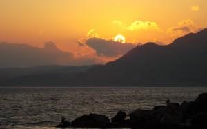 Zorza zachodzącego słońca nad Rodos