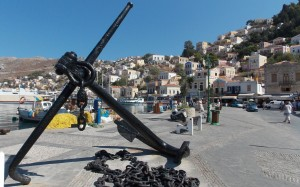 Kotwica jako symbol ludzi morza w porcie Symi